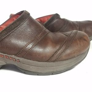 Merrell Women's Sz 7.5 clogs leather comfort shoes